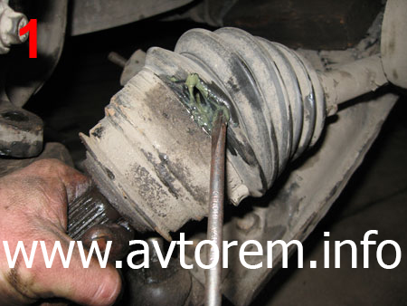 Поврежденный защитный пыльник Шруса на автомобиле Daewoo Lanos, Дэу Ланос