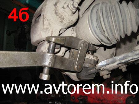 Снятие нижней шаровой опоры на автомобиле Daewoo Lanos, Дэу Ланос