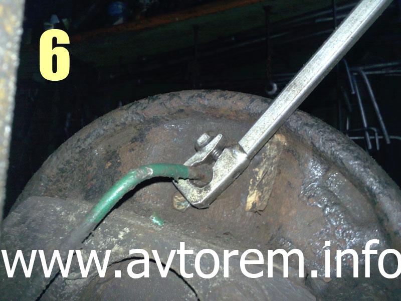 Как открутить тормозную трубку от рабочего цилиндра на авто Daewoo Lanos, Daewoo Sens, Zaz Lanos, ZAZ Chance