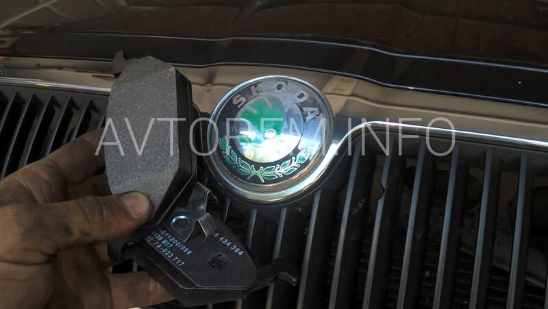 Замена передних тормозных колодок Skoda Octavia Tour